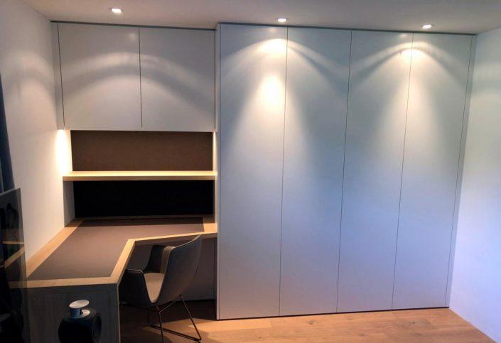 Schlafzimmerschrank mit Schreibtisch von Zachi Wiedner Möbel&Raumdesign