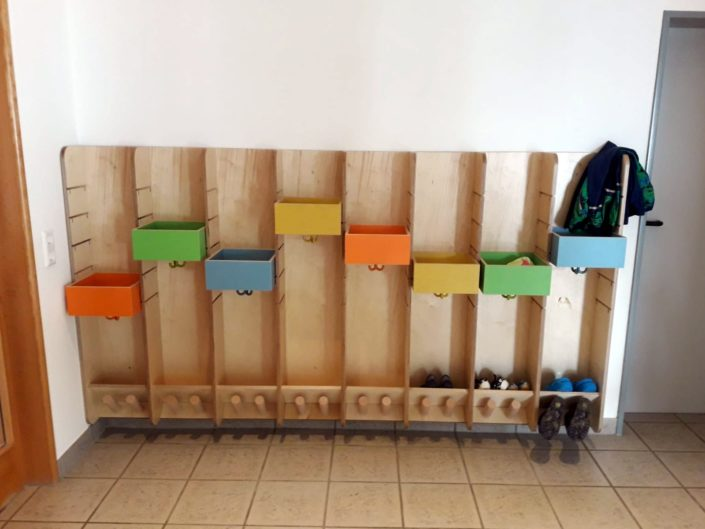 Kindergarten Garderobe von Zachi Wiedner Möbel&Raumdesign
